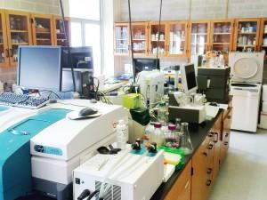 Das große Labor, voll mit allen möglichen Analysegeäten