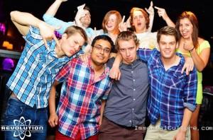 v.l.n.r. Niko, Tashriv, öööh..., Evan. Keine Ahnung wer die 4 Leute im Hintergrund sind...