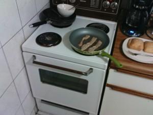 Herd mit Abendessen in meiner grüne Pfanne.
