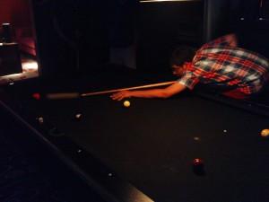 Tashrif am Ball, alle konnten irgendwie besser Billard spielen als ich.
