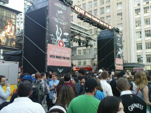 Bühne am Dundas Square