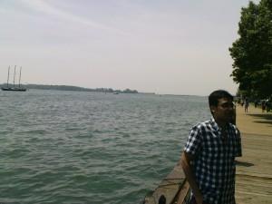 Tashrif ist nahe am Wasser gebaut.