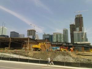 Man könnte den Eindruck gewinnen, ganz Toronto ist eine Baustelle.