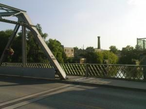 Semi-historische Brücke in Elora