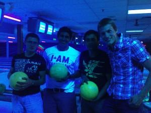 Warum halte ich als einziger keine Bowlingkugel in der Hand?